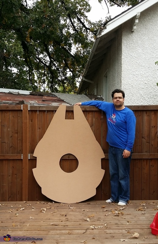 Cut out, Millennium Falcon Costume