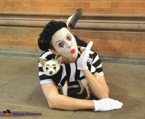 Tiny Tim and Moi!, Mimes Costume