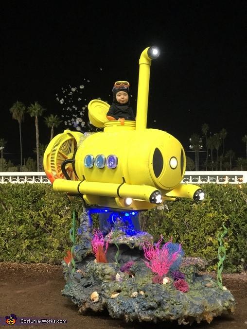 Blowing bubbles, Mini Submarine Costume