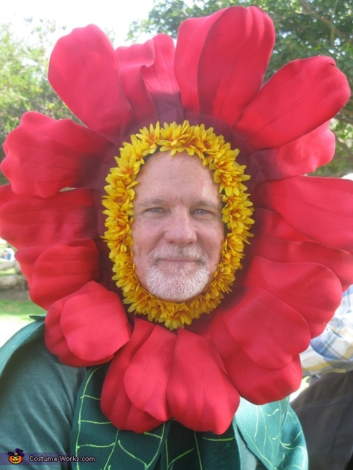 Close up Human flower costume head piece , Miracle Grow & Flowers Costume