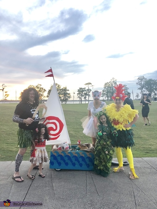 Moana, Maui, Te Fiti, Heihei ad, The amazing Moana Family Costume