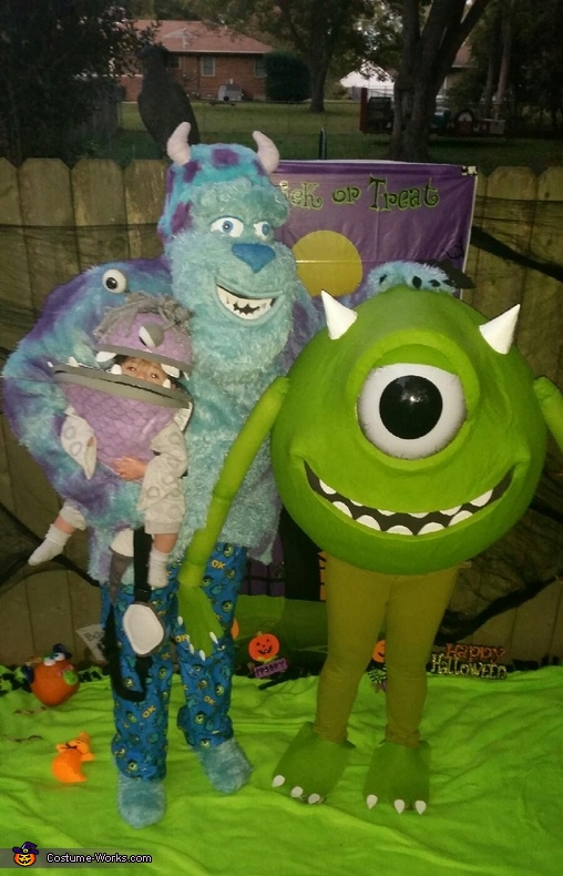Fam Photo, Monsters Inc Family Costume