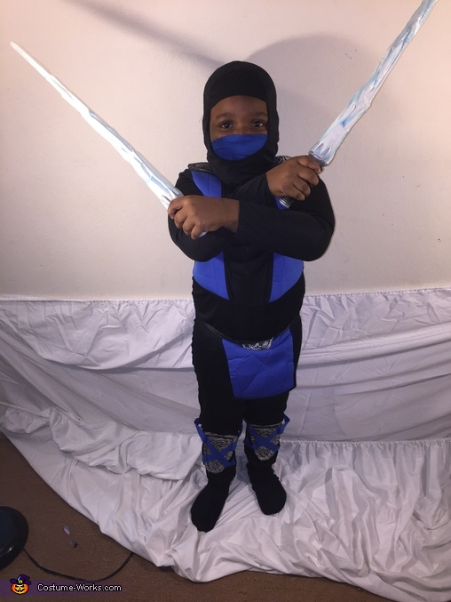 test blue bands still, Mortal Kombat Sub Zero Costume
