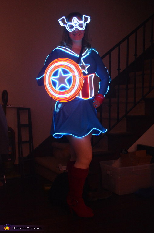 Mrs Captain America with shield, Mrs Captain America Costume