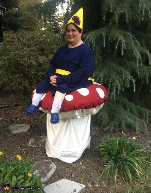 Mrs. Rosebud, Mrs. Rosebud and Slimy Costume