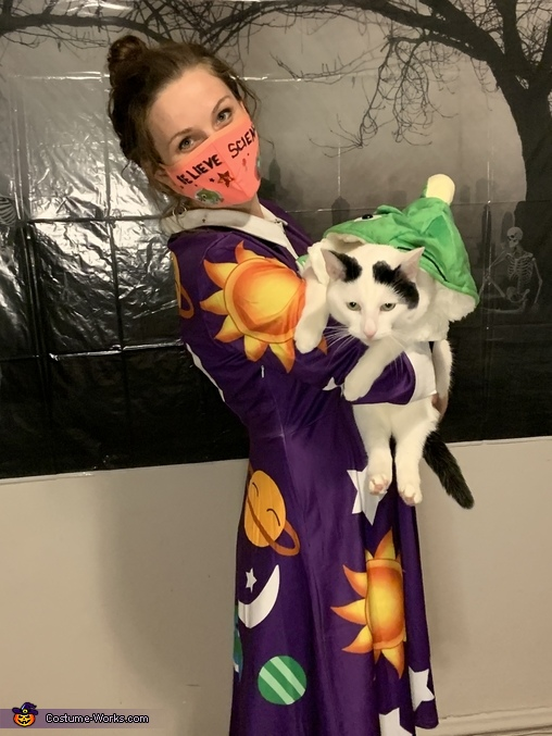 Ms. Frizzle Tortures Poor Liz (Han Solo) By Forcing Her Into The Narrative, Ms. Frizzle, the Magic School Bus, and Liz Costume