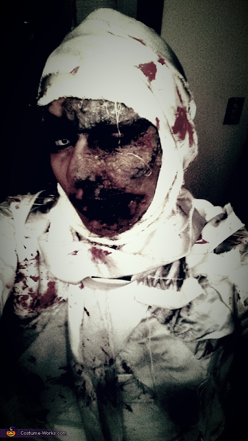 Adult Mummy Costume DIY