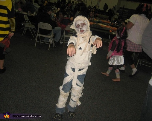 here he comes! , Mummy Costume