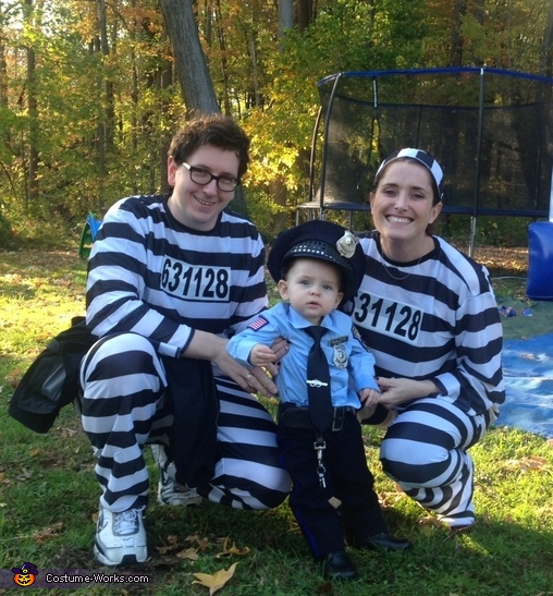 My First Arrest: Police Officer & Prisoners Family Costume