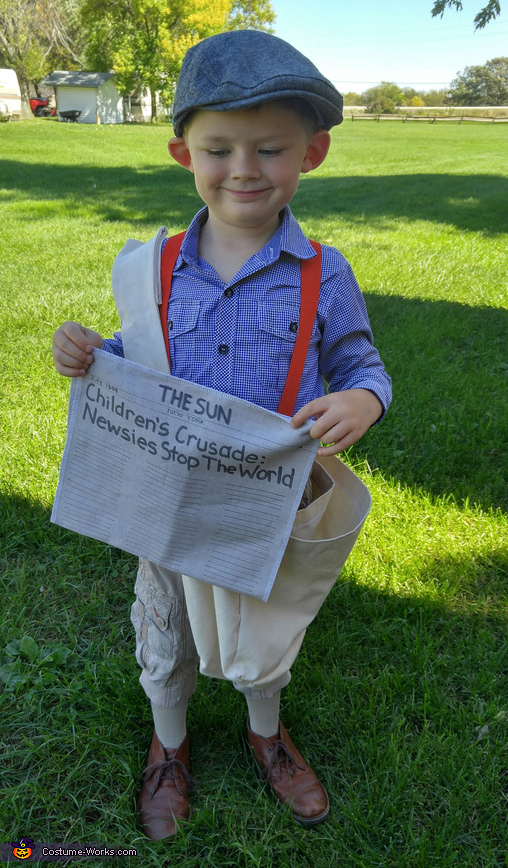 Mason (King of New York) sharing news about the Newsies strike of 1899., Newsie Costume