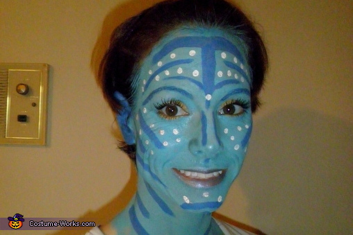 adding on make up layer by layer, Neytiri from Avatar Costume