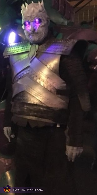 Another full shot from the street... in my city there is a outdoor 'mardis gras' type of party every year with thousands of costumes. A Halloween lovers paradise, Night King from Game of Thrones Costume