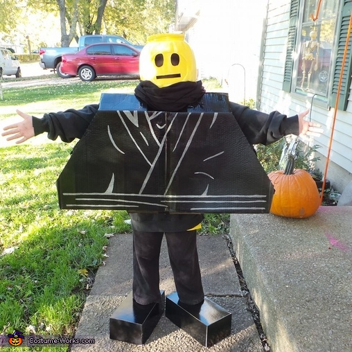 No scarf so you can see the lego head more, Ninja Lego Man Costume