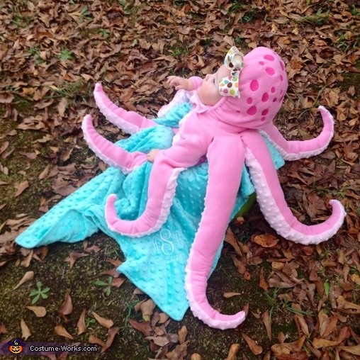 Octobaby side view, Octobaby Costume