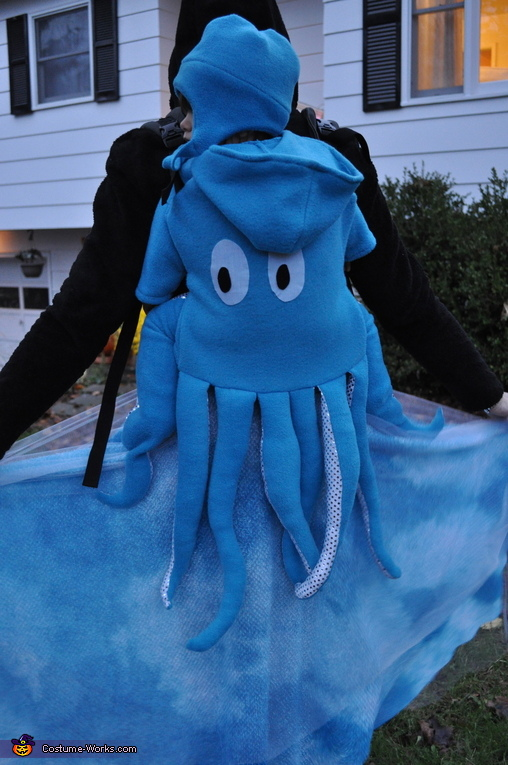 Profile of hat and octopus baby cover, Octopus Swimming in the Ocean Costume