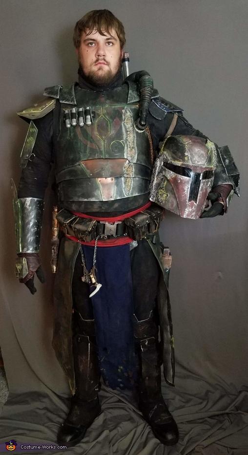Front helmet off, Odran Krayt Costume