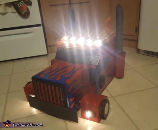 lights included, Optimus Prime Costume