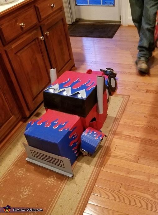 Transformed in truck, Optimus Prime Costume