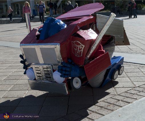 Transforming - 2, Transformable Optimus Prime Costume
