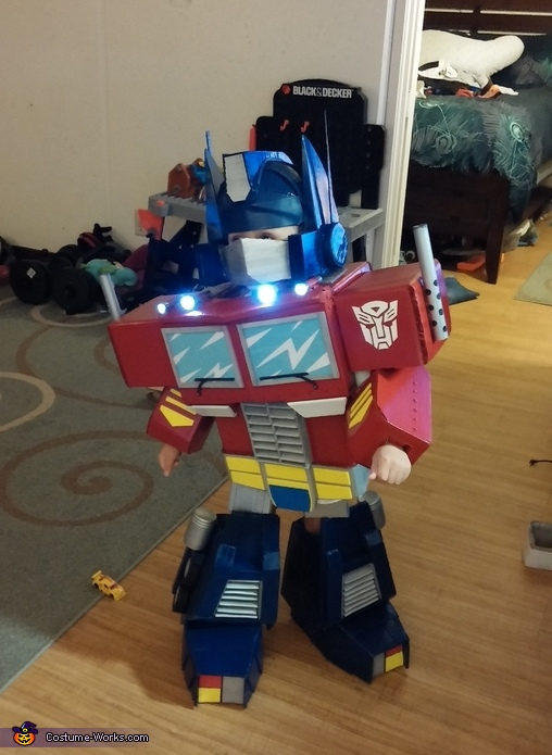 Gen 1 Optimus Prime Costume
