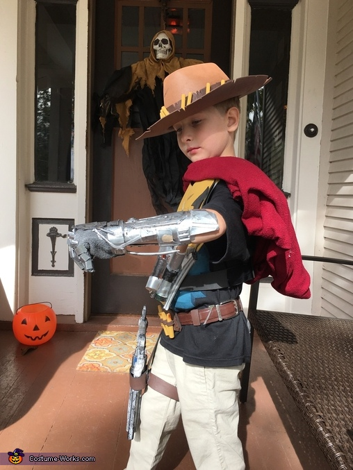 You can see the belt with the bullets in this one, Overwatch McCree Costume