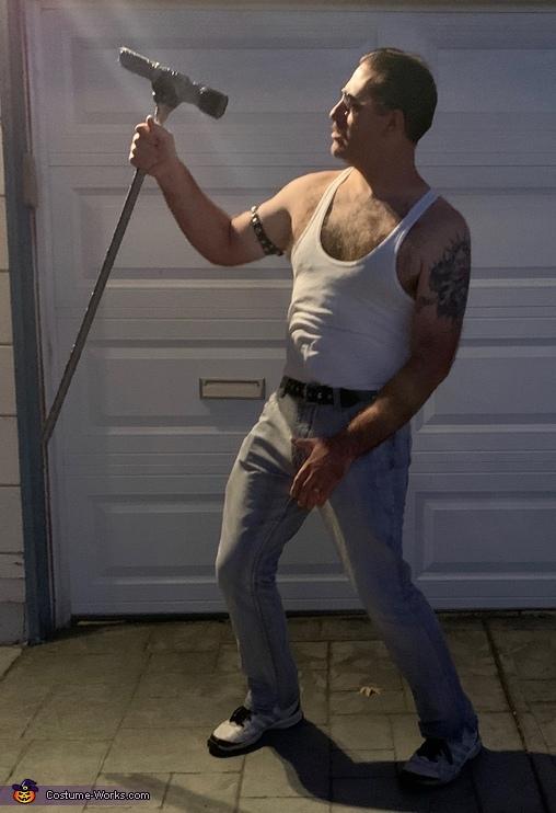 Concert shot, Overweight Freddie Costume