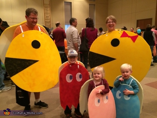 Bonus group shot, Pac-Man and Crew Costume
