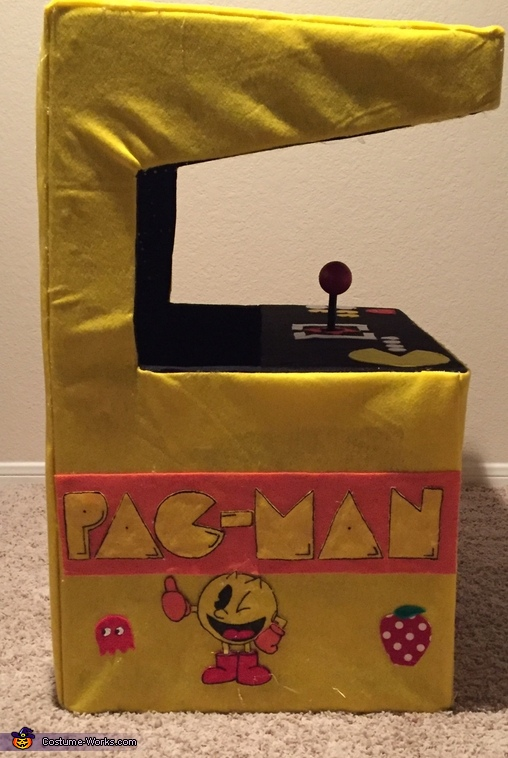 Side view of arcade, Pac-Man Arcade with Pac-Man Costume