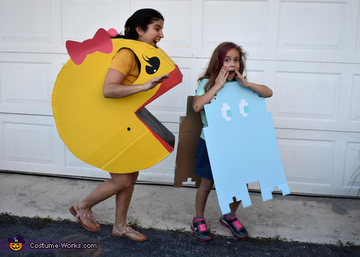 Watch out ghost for Mrs Pacman!, Pacman Family Retro Fun Costume
