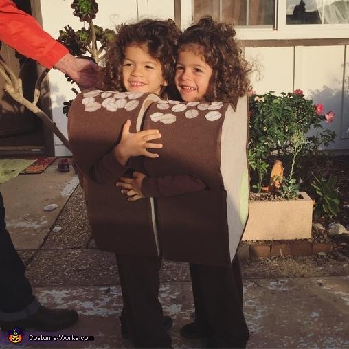 'Make a sandwich', PB & J Twins Costume