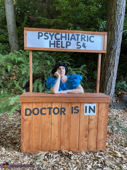 The Doctor is IN, Peanuts Crew Costume