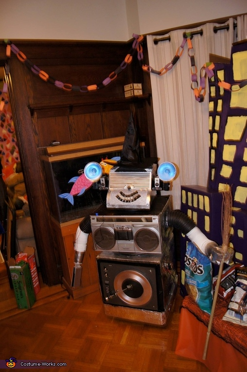 """""""Conky 2000 ready to assist you, Pee-wee!"""", Pee-wee's Playhouse Group Costume"""