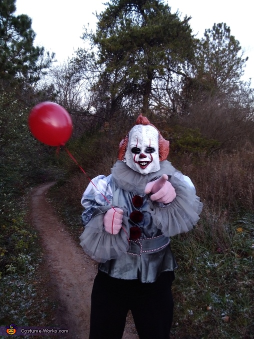 Pennywise Beckons You., Pennywise & his Twisted Girlfriend Costume