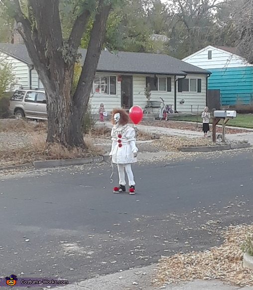 In the street, Pennywise Costume