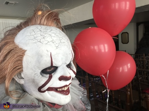 Want a balloon, Pennywise Costume