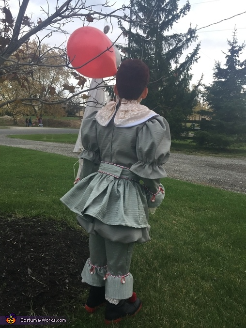 Back of Pennywise, Pennywise 2017 Costume