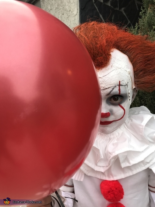 Would you like a red ballon, Pennywise 2017 Costume