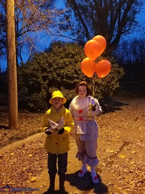 creepy under the street light, Pennywise & Georgie Costume