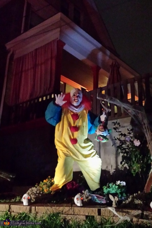 Scaring the neighbors, Pennywise the Clown Costume