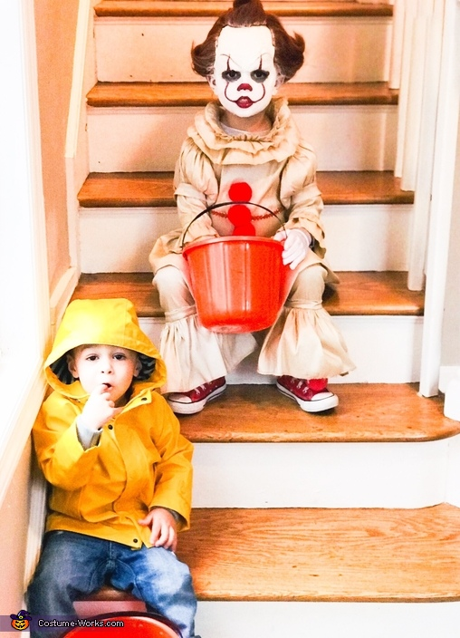 Pennywise and Georgie, Pennywise the Dancing Clown Costume