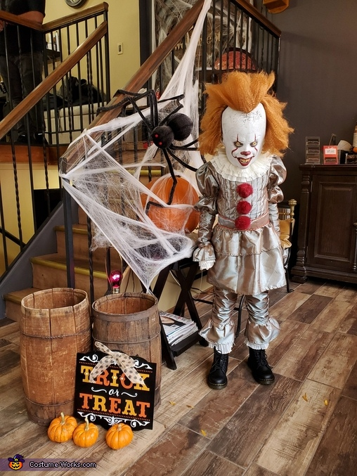 You'll Float Too!, Pennywise the Dancing Clown Costume