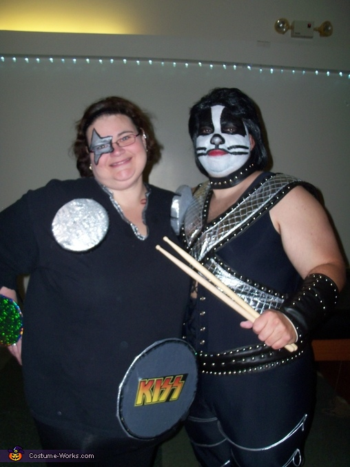Peter Criss and drumset with drumsticks, Peter Criss and his Drumset Costume
