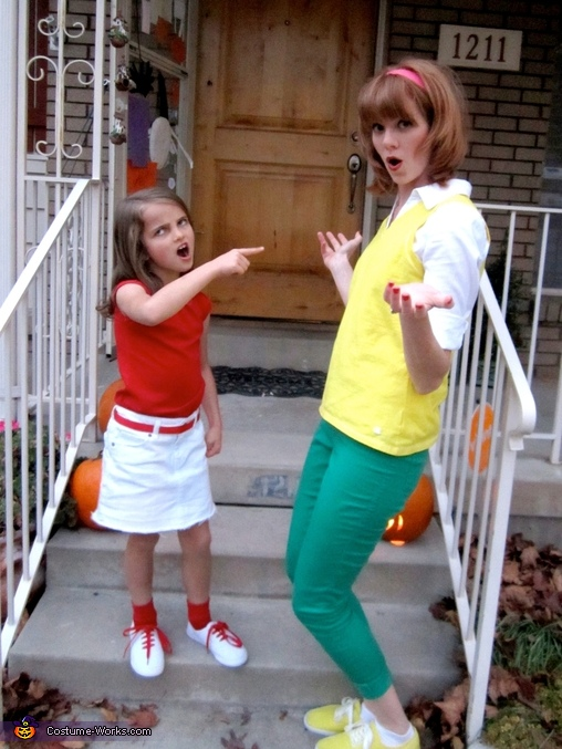 Candace trying to 'bust my brothers' to an oblivious mom, Phineas & Ferb Family Costume
