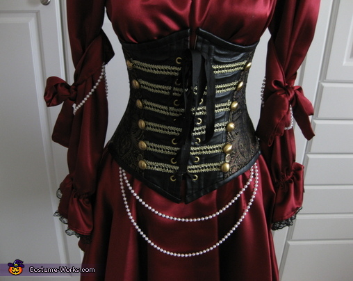 Close up, Pirate Wench Costume