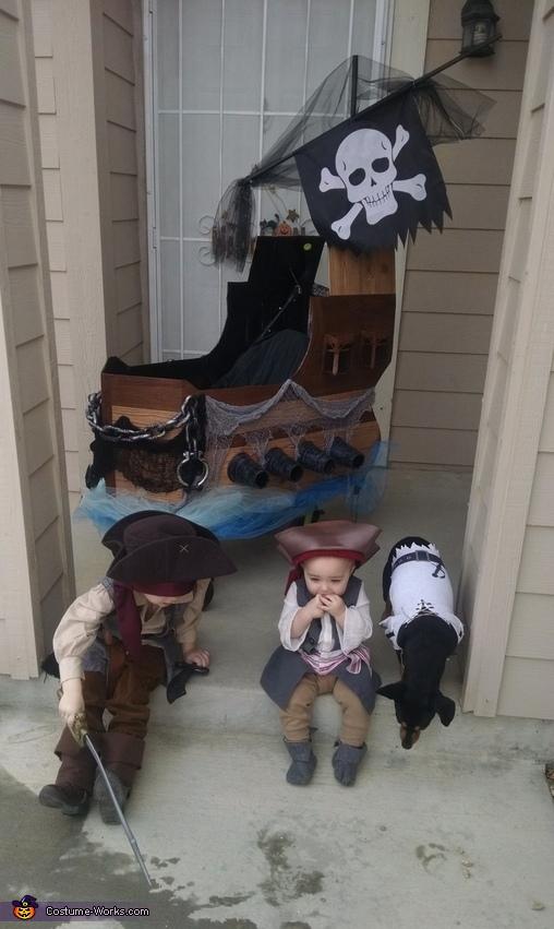 Pirates, Pirates Family Costumes