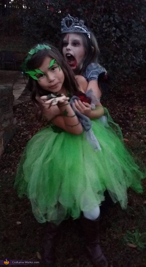Just had to include this one of her and her bff! She had no idean she was being attacked!, Poison Ivy Girl's Costume