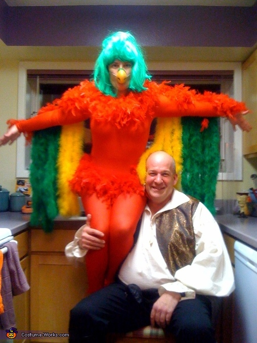 What necessary adult parrot halloween costume