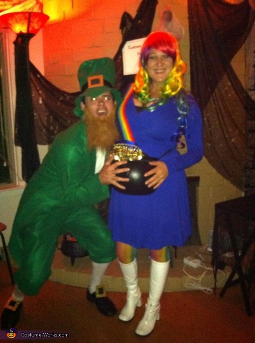 They're stealin' me pot o' gold!!  , Pot o' Gold at the End of the Rainbow Maternity Costume