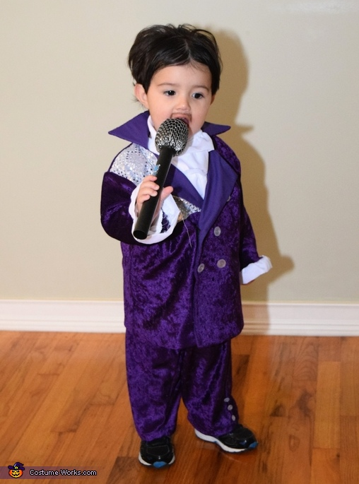 Prince singing, Prince, Purple Rain & When Doves Cry Costume