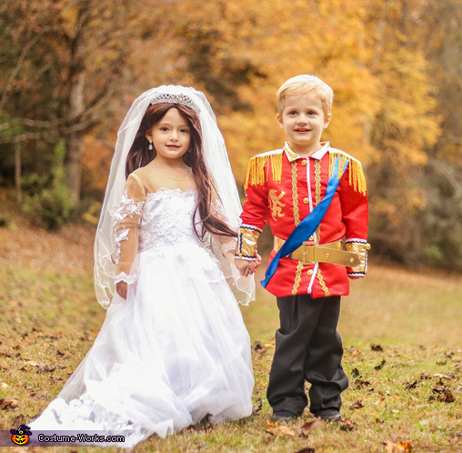 Prince William and Kate Middleton Wedding Costume
